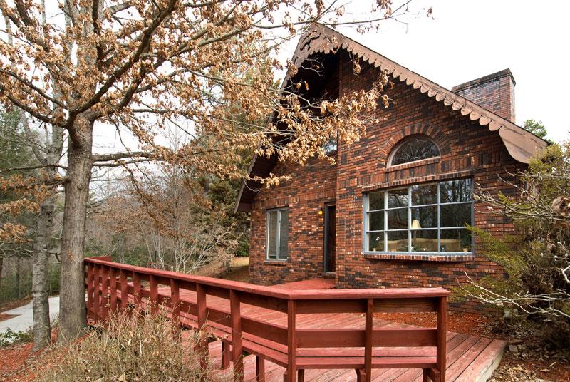 Smokey mountain cabin rentals pet friendly for Brick cabin